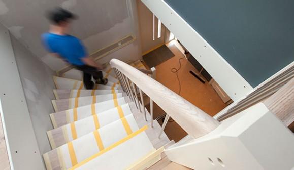 Ansa bygg totalrenoverar villa i funkisstil, även trappen byts ut